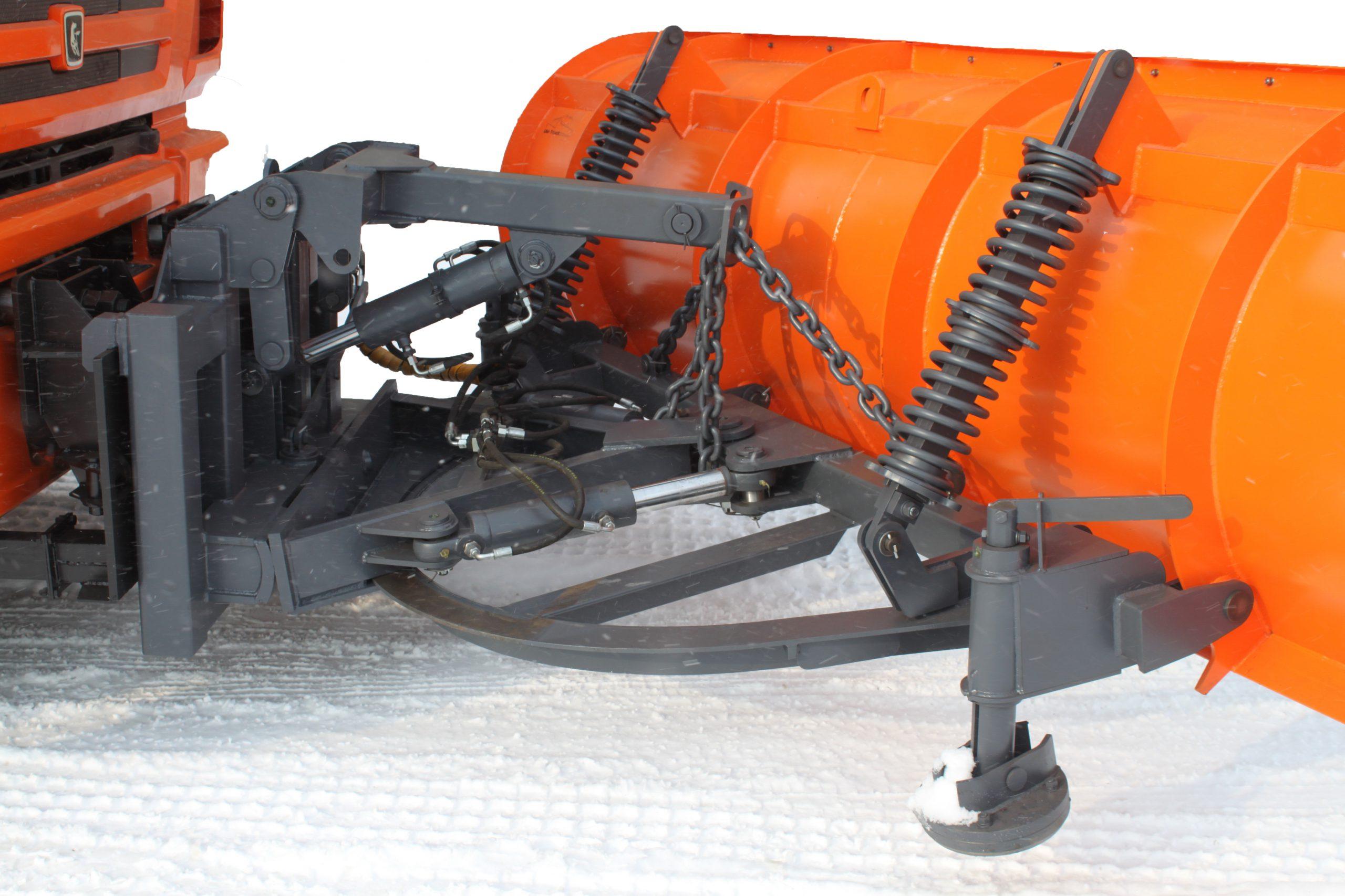 Гидроповоротный отвал с защитой от наезда на препятствия